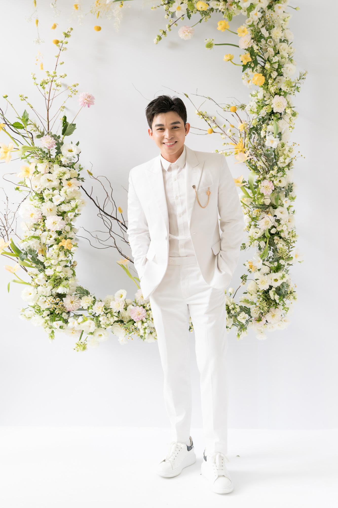 Nhã Phương, H'Hen Niê, Đỗ Mỹ Linh cùng khoe dáng với váy cưới - Ảnh 9