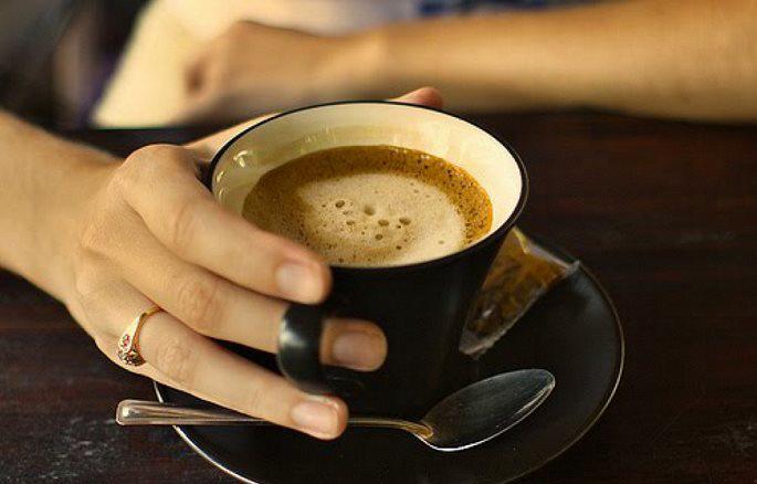 Tiêu thụ nhiều caffein tăng nguy cơ mắc bệnh tim - Ảnh 1