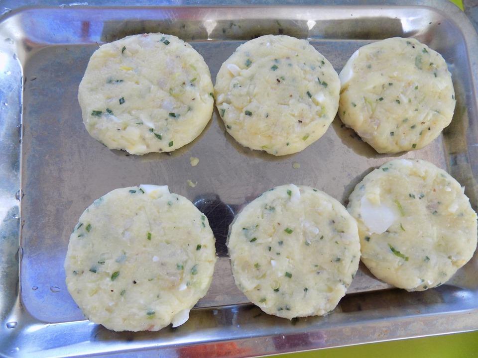 Cuối tuần thảnh thơi làm bánh tôm chiên xù thơm ngon cực hấp dẫn - Ảnh 5