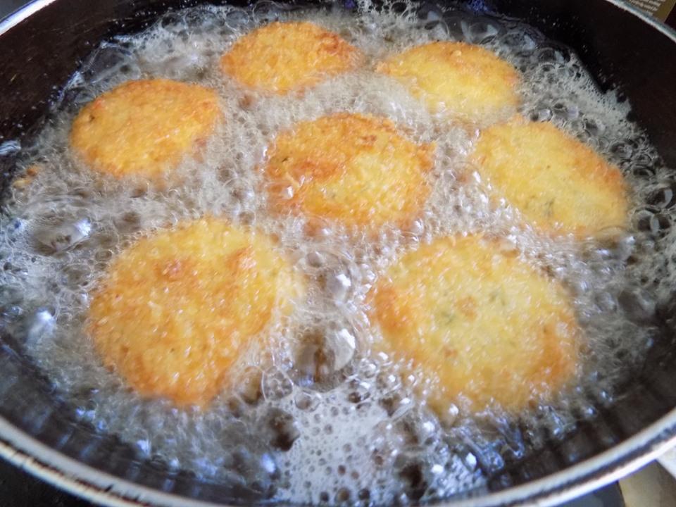 Cuối tuần thảnh thơi làm bánh tôm chiên xù thơm ngon cực hấp dẫn - Ảnh 7