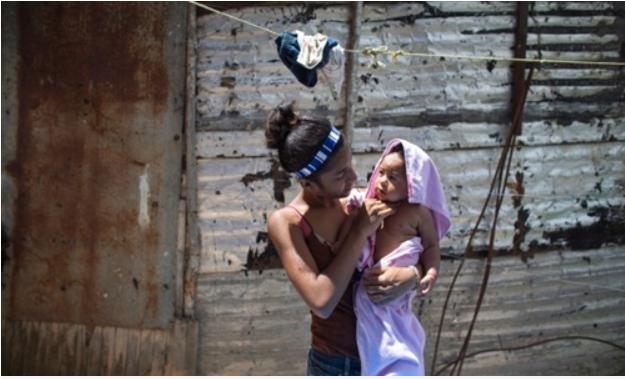 Nhiều phụ nữ Venezuela đành phải làm mẹ - Ảnh 1