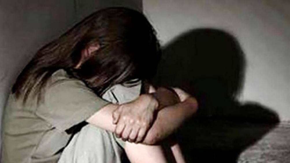 Gã 'yêu râu xanh' cho bé gái 9 tuổi mượn điện thoại rồi thực hiện hành vi dâm ô - Ảnh 1