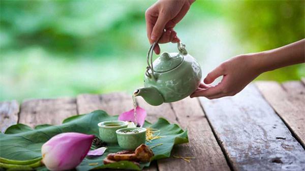 trà lá sen giảm mỡ máu