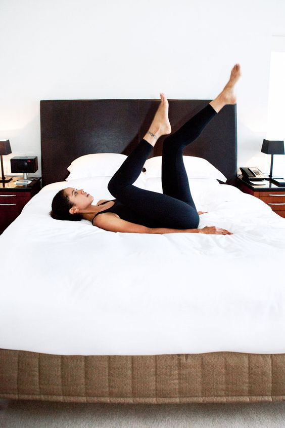 Giảm cân trên giường: Bài tập giảm mỡ bụng cho người lười đây rồi! - Ảnh 1