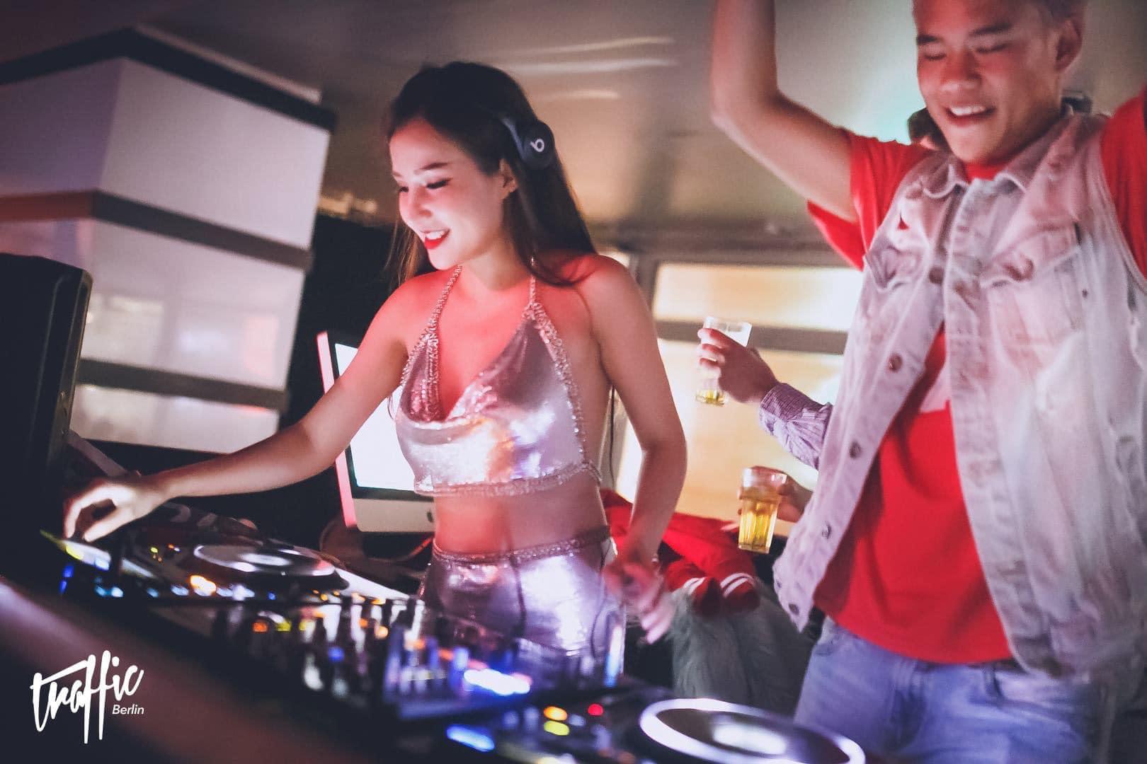 Hở mà không phản cảm, 'bỏ túi' bí kíp gợi cảm đúng mực của DJ Miu Miu - Ảnh 15