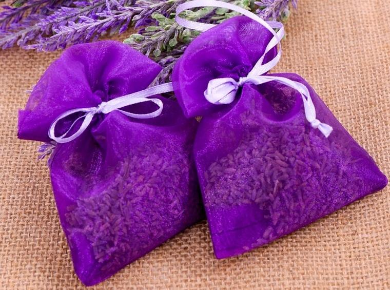 Dùng túi thơm cho vào tủ giúp giữ áo quần luôn thơm ngát