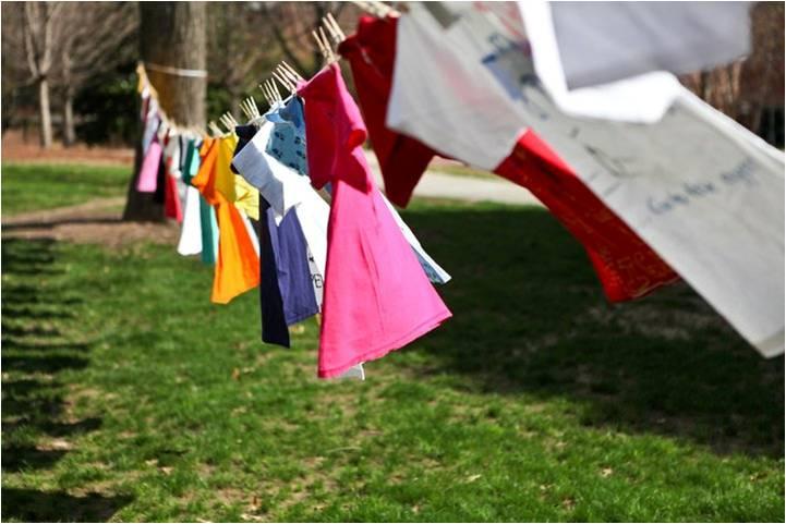 Tạo khoảng cách khi phơi đồ giúp quần áo phẳng đẹp hơn