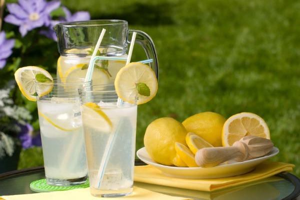 Uống nước chanh lạnh sẽ giúp cơ thể thải độc, tác dụng tích cực cho quá trình giảm cân