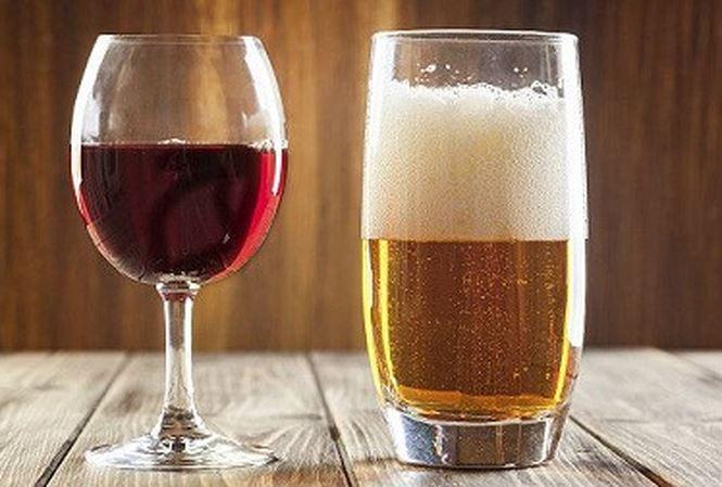 Tránh uống rượu bia để bệnh trĩ không nặng thêm
