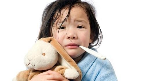 Mùa hè trẻ thường hay bị các bệnh cảm sốt, đau đầu