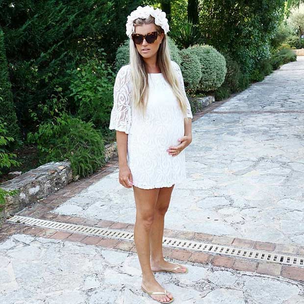 Váy trắng dáng suông kết hợp thêm vòng hoa tết trên đầu giúp chị em nữ tính vô cùng