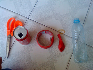Vật dụng dễ tìm để làm kèn cổ vũ bóng đá