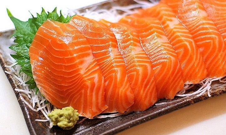 Cá hồi chứa nhiều dưỡng chất bạn nên bổ sung nhiều hơn trong chế độ ăn uống hàng ngày
