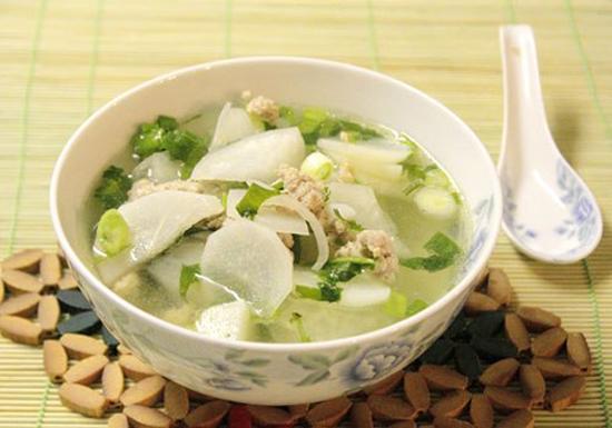 Món canh đậu nành nấu cải trắng khô có tác dụng thanh nhiệt, giải độc, thích hợp cho người bị viêm gan do virus