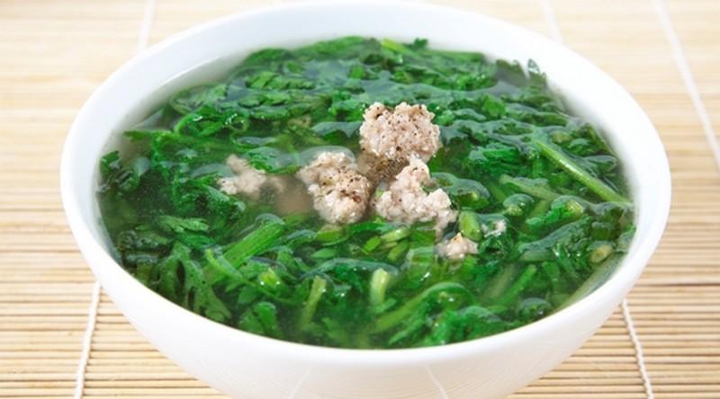 Món canhh rau cần tây thịt heo giúp thanh nhiệt lợi thấp, giải độc tiêu thũng, dùng cho trường hợp viêm gan cấp và mạn tính