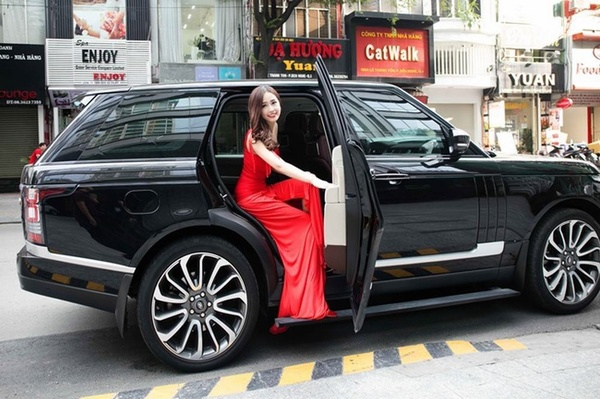 Cận cảnh chiếc Mitsubishi Grandis-E của Hoa hậu Mai Phương Thúy.