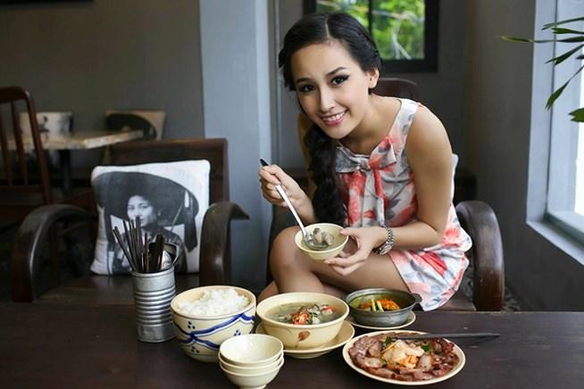Nhà hàng có tên Bụi của Mai Phương thúy tọa lạc trên đường Ngô Văn Năm (Quận 1), một trong những con phố ẩm thực ngoại nổi tiếng và đắt đỏ nhất Sài Gòn.