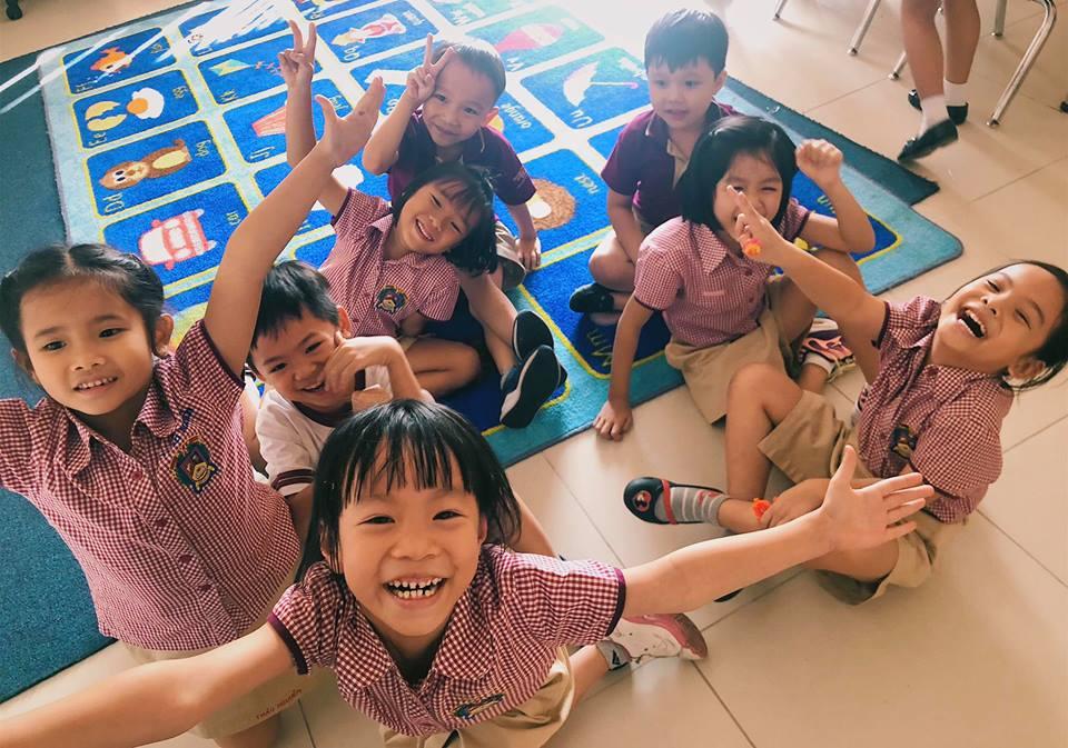 Con gái đầu của Phạm Quỳnh Anh vui vẻ đón sinh nhật bên bố mẹ và bạn bè. Ảnh: FBNV