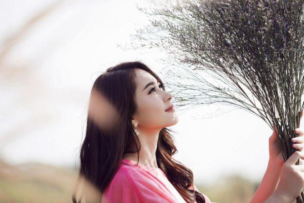 Phụ nữ tuổi 40: Dửng dưng với đời nhưng trong lòng cuộn sóng - Ảnh 1