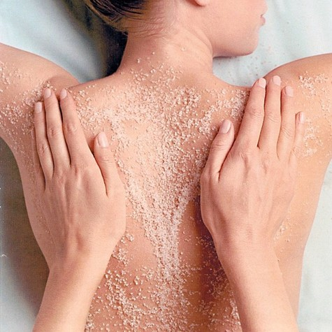 Cách tẩy tế bào chết cho da bằng cát biển - Ảnh 1