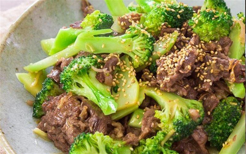 Món bông cải xanh xào thịt bò giúp cơ thể tăng cường sức đề kháng, chống lại các bệnh thường gặp