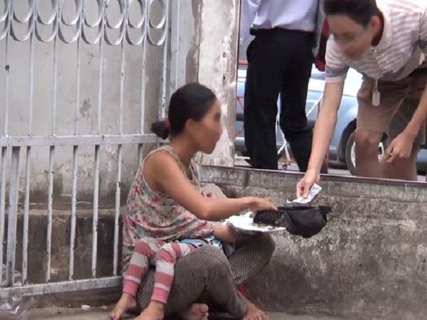 Phạt cha mẹ 10-15 triệu đồng nếu ép buộc trẻ em đi ăn xin - Ảnh 1