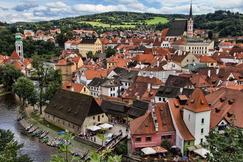 Ngắm những tòa nhà, khu phố cổ thơ mộng ở Đông Âu - Ảnh 11