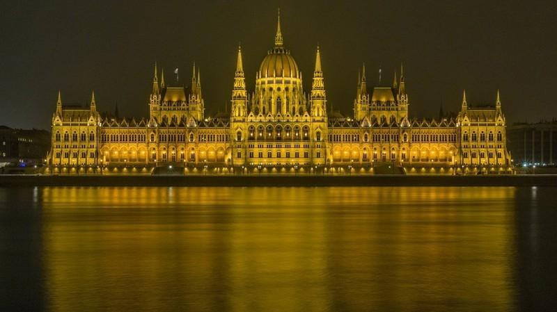 Ngắm những tòa nhà, khu phố cổ thơ mộng ở Đông Âu - Ảnh 1