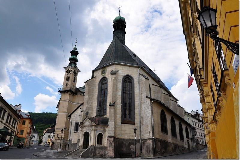 Ngắm những tòa nhà, khu phố cổ thơ mộng ở Đông Âu - Ảnh 4