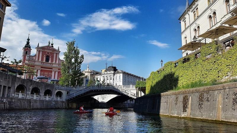 Ngắm những tòa nhà, khu phố cổ thơ mộng ở Đông Âu - Ảnh 8