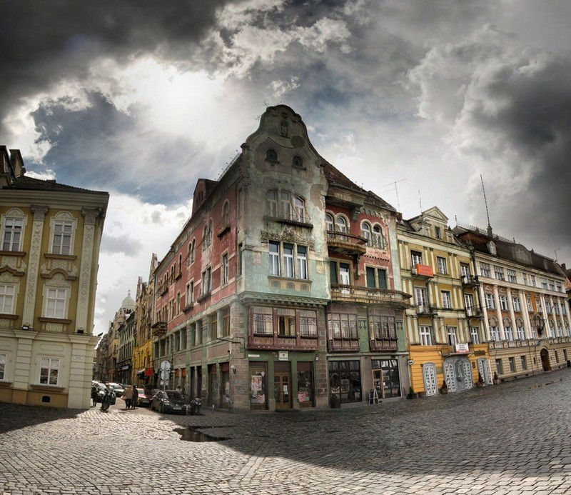 Ngắm những tòa nhà, khu phố cổ thơ mộng ở Đông Âu - Ảnh 9