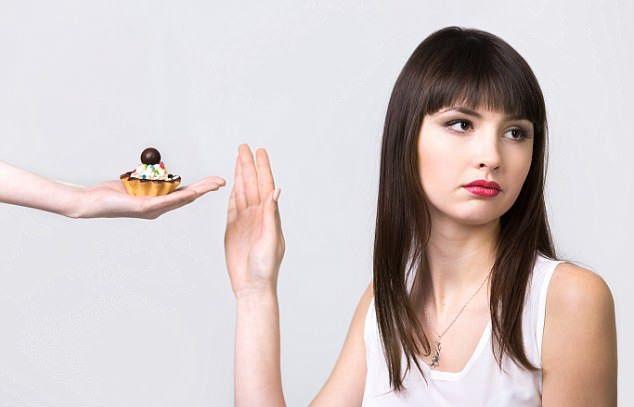 Tránh ăn quá nhiều đồ ngọt để đảm bảo sức khỏe cho cơ thể nói chung và bầu ngực nói riêng