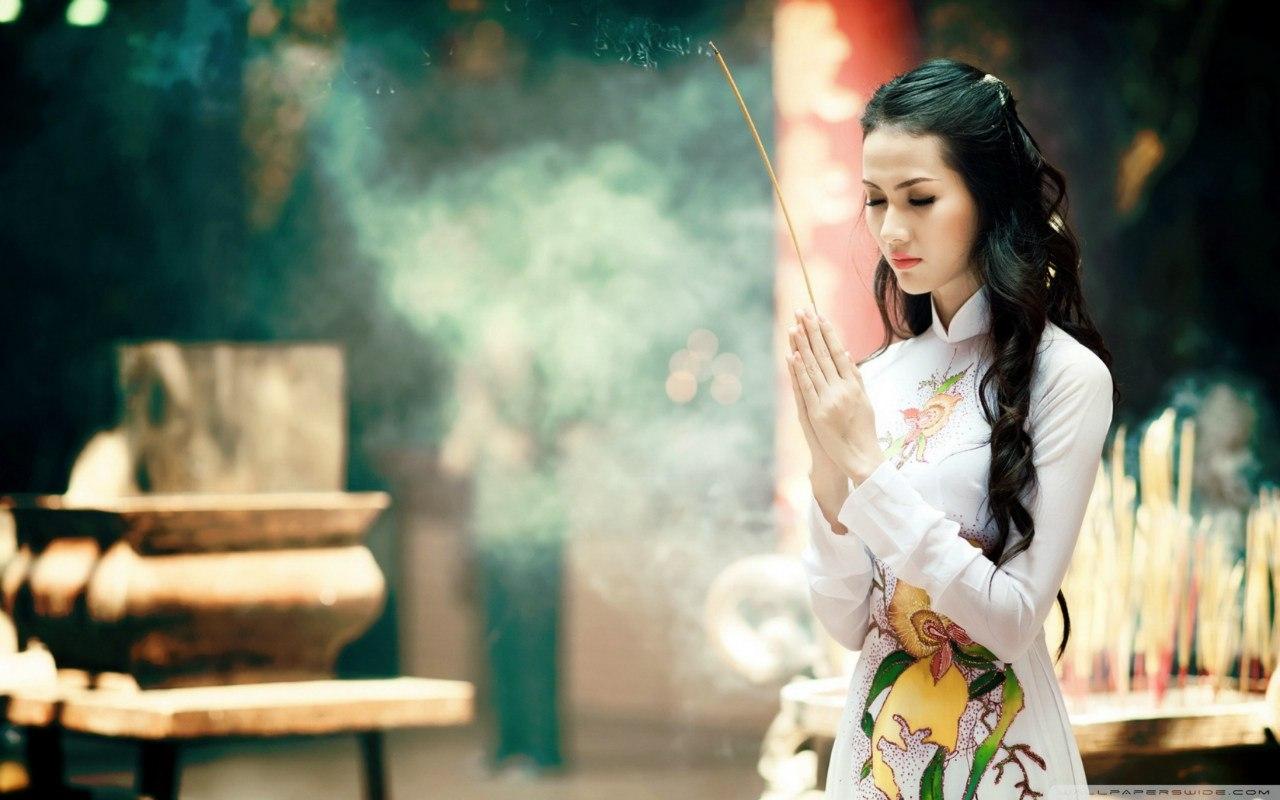 Quan niệm bị hành kinh vào ngày mùng 1 Tết kiêng kị đi lễ chùa là hoàn toàn sai lầm