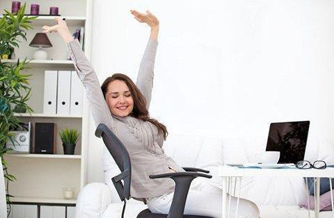Thực hiện các động tác giúp tỉnh táo là cách chống lại cơn buồn ngủ vào buổi sáng không quá khó để thực hiện