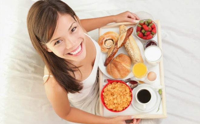 Nên ăn sáng nhẹ nhàng để giúp bụng nhẹ và không bị cơn buồn ngủ ghé thăm.