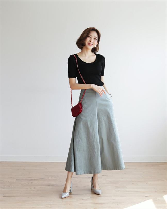 Cách tốt nhất là nên tránh nhiều chi chi tiết rườm rà khi mặc quần culottes