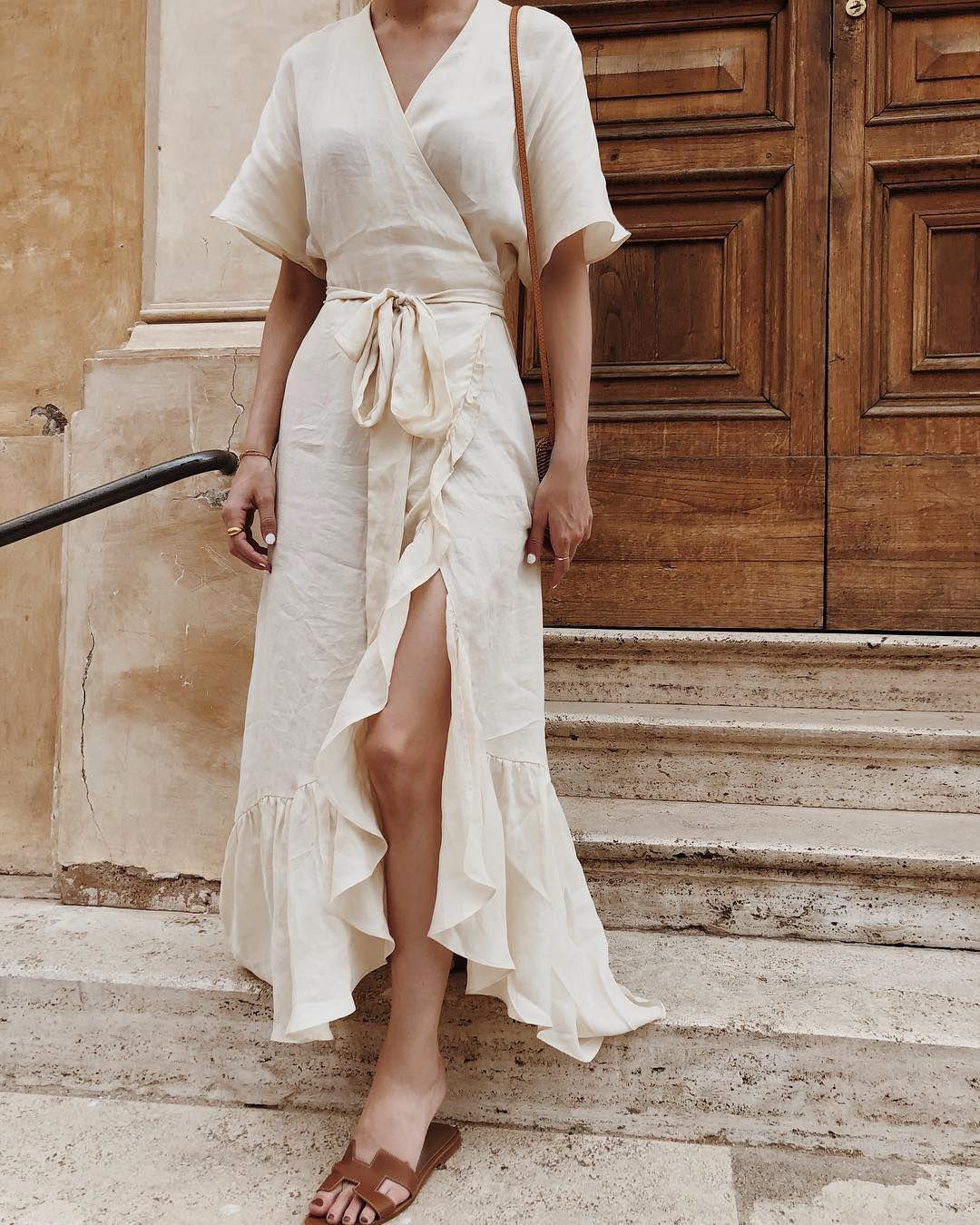 Thiết kế váy bay bổng tạo dáng vẻ thướt tha, mềm mại khi di chuyển