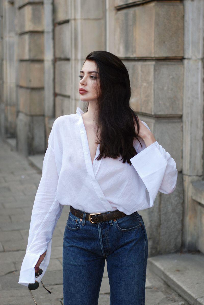 Áo sơmi linen thường có phom rộng