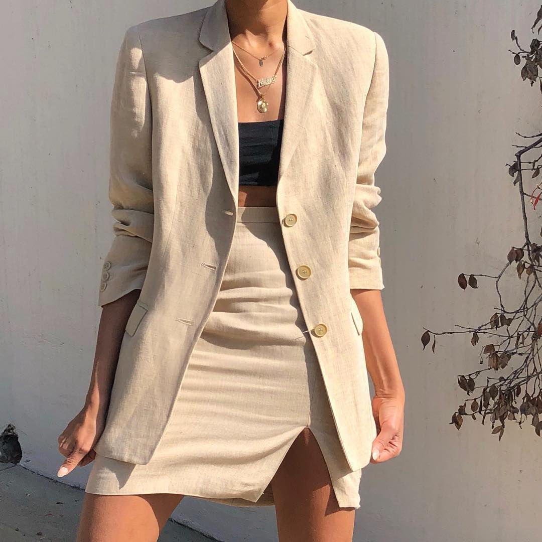 Áo vải linen có ưu điểm mỏng, nhẹ nhưng vẫn giữ được nét thanh lịch cần có
