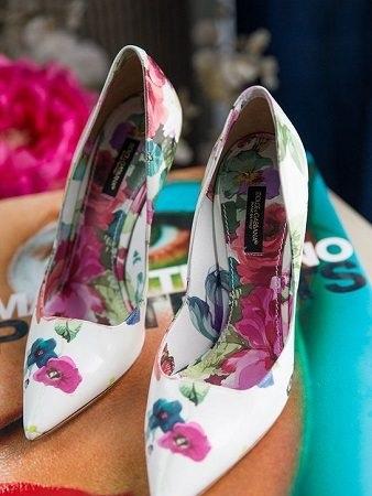 Giày gót tròn là một trong những xu hướng giày đi chơi tết 2019 đẹp cho nữ