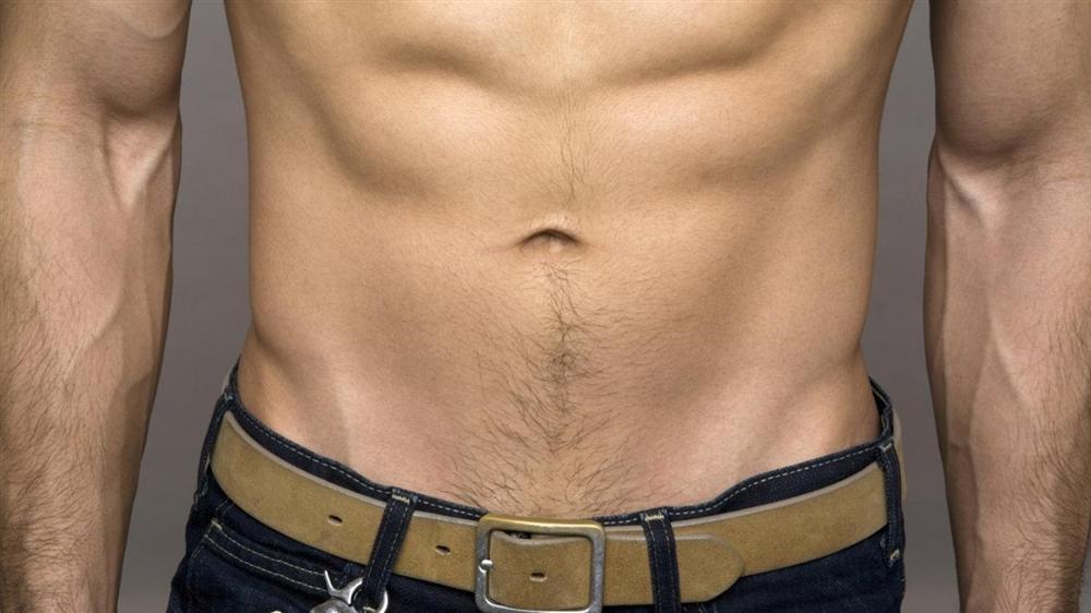 Đàn ông có lông bụng dưới rốn xuống thường có tính tham vọng lớn, nhu cầu tình dục cao và rất keo kiệt, tính toán chi ly