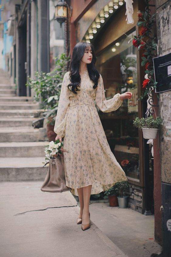 Chọn váy áo với hoa văn nhẹ nhàng