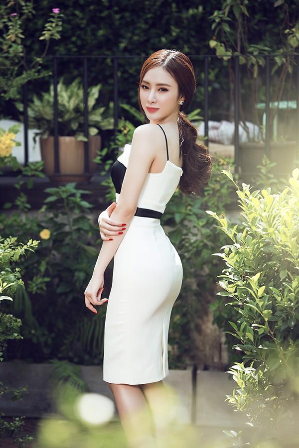 Đầm ôm sát khoe trọn dáng sexy thiêu đốt