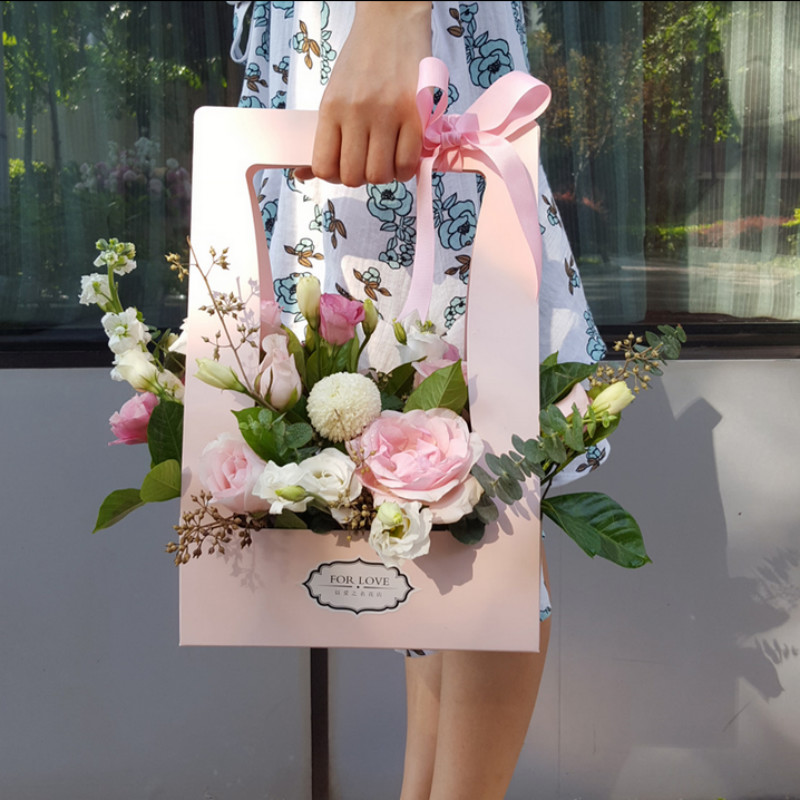 Tặng hoa cắm sẵn rất tiện dụng