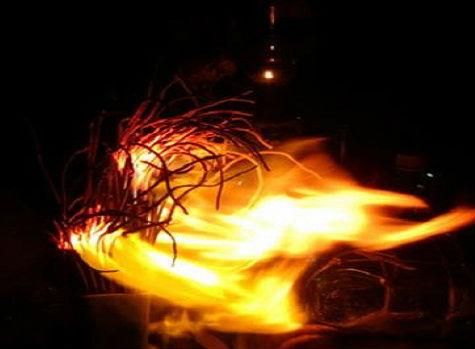 Theo quan niệm, bát hương bị hóa âm là hiện tượng báo hiệu điềm chẳng lành với gia chủ