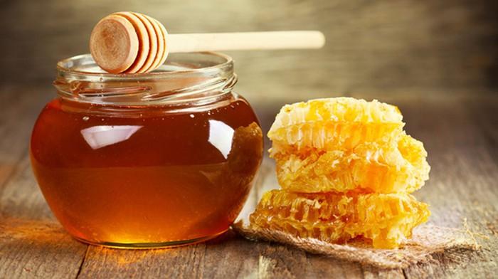 Mật ong có chứa các tinh chất rất tốt để nuôi dưỡng da từ bên trong
