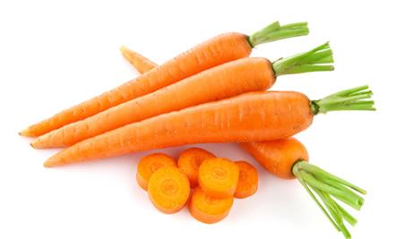 Cà rốt là thực phẩm được ưu tiên lựa chọn  khi cho bé ăn dặm vì rất thơm ngon bổ dưỡng và dễ chế biến