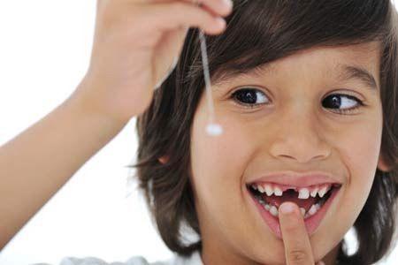 Cần kịp thời nhổ bỏ răng sữa để không gây ảnh hưởng đến cả răng vĩnh viễn phía dưới