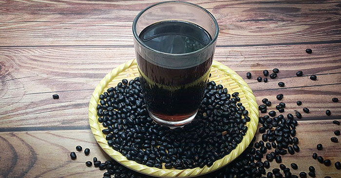 Uống nước đậu đen rang giúp bổ sung nhiều năng lượng, vitamin, khoáng chất và giảm cảm giác đói hiệu quả