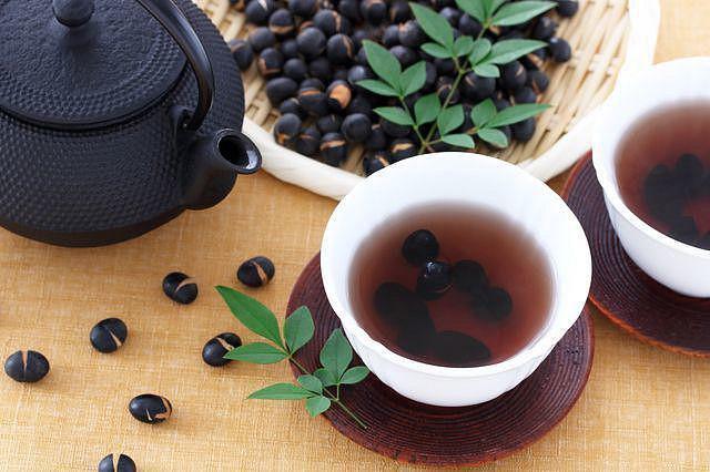 Làm trà đậu đen giảm béo theo cách của người Nhật